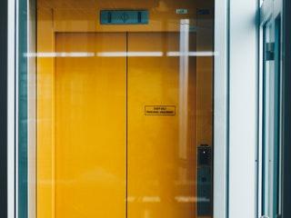 Post image for Pastāv aizdomas par savstarpējo vienošanos Rīgas namu pārvaldnieka liftu apkopes iepirkumā